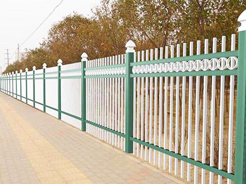 锌钢组合护栏有哪些优势?